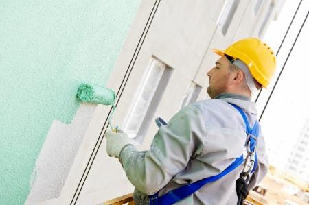 Maler Preise für Arbeiten an der Fassade sind in der Regel höher als bei Innenarbeiten, da der Anstrich hier aufwendiger ist und die Farbe teurer ist.