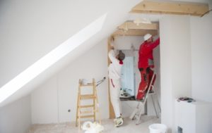 Die Innenausbau Kosten pro m2 können sehr unterschiedlich ausfallen und hängen u.a. von der Qualifikation und der Region des Handwerkers ab.