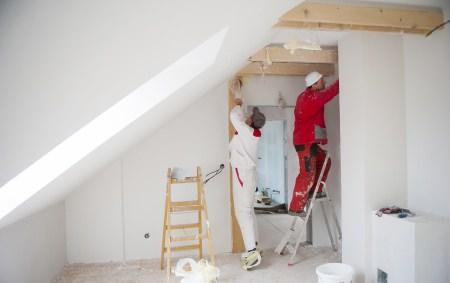Die Maler Preise 2018 für Fenster oder Türen lackieren können etwas höher liegen, als bei Wänden.