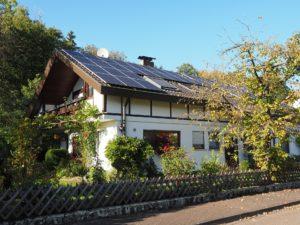 Grosse Unterschiede bei den Preisen: Die Solarthermie Kosten können stark variieren  und hängen u.a. von der Qalifikation und Region des Handwerkers zusammen.
