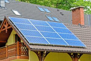 Die zu Beginn hohen Photovoltaik Kosten können sich auf Dauer rentieren. Die Photovoltaik Preise können hierbei deutlich variieren.