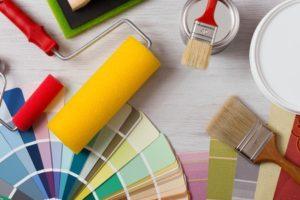 Nutzen Sie unseren kostenlosen Malervergleich und vergleichen Sie unverbindlich Vliestapete streichen Preise!