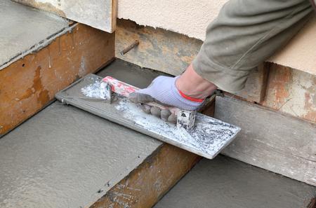 Auch die Fertigtreppe Beton Preise fallen sehr unterschiedlich aus. Hier spielt die Wahl des Handwerkers und Region die größte Rolle.