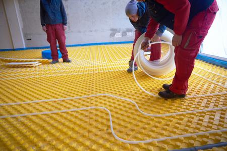 Die Fußbodenheizung Trockenbau Preise können sehr unterschiedlich ausfallen. Diese variieren je nach Region und Qualifikation Ihres Heizungsmonteurs.