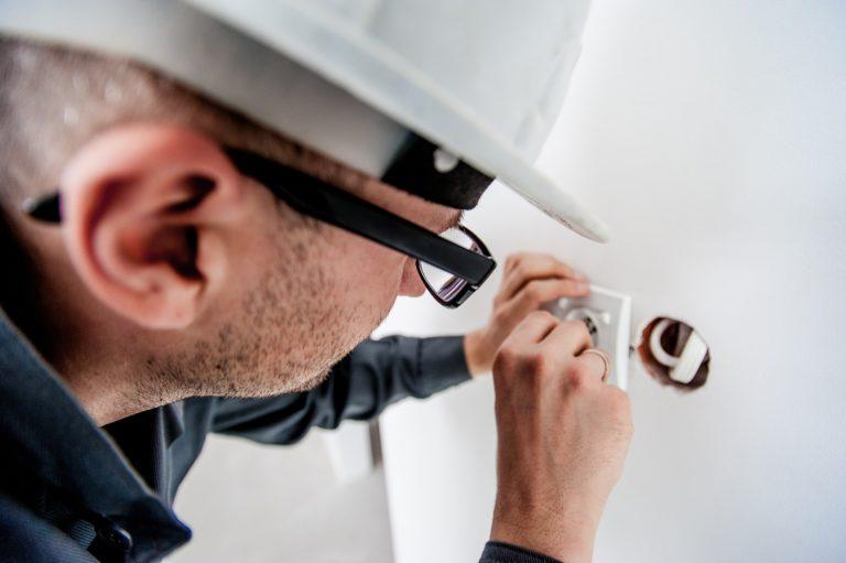 Die Elektriker Kosten pro Steckdose können unterschiedlich hoch ausfallen.
