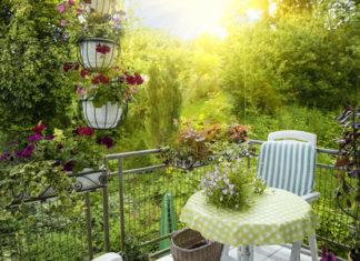Die Balkonanbau Kosten können unterschiedlich hoch ausfallen und hängen unter anderem mit der Qualifikation und Region des Handwerkers zusammen und ob es sich um einen geplanten oder nachträglichen Balkon handelt.