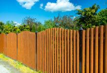 Was kostet ein Zaun? Hier erfahren Sie wie hoch die Zaun Kosten pro Meter liegen!